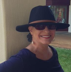 thea-black-hat-women-with-alopecia